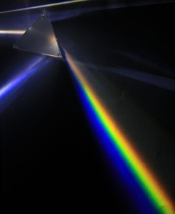 491px-Light_dispersion_of_a_mercury-vapor_lamp_with_a_flint_glass_prism_IPNr°0125