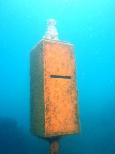 沖縄の海底ポスト