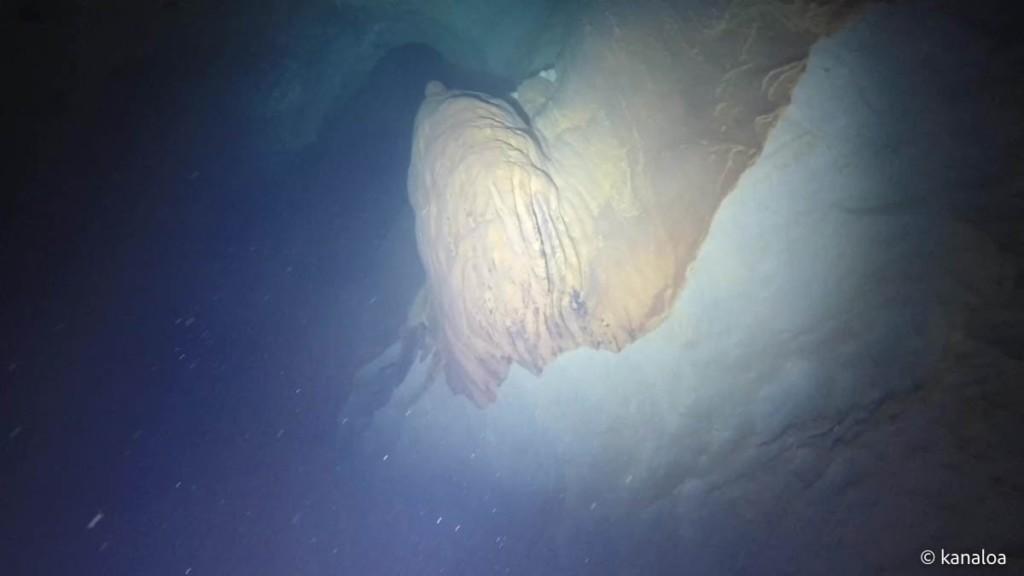 稲積水中鍾乳洞の内部