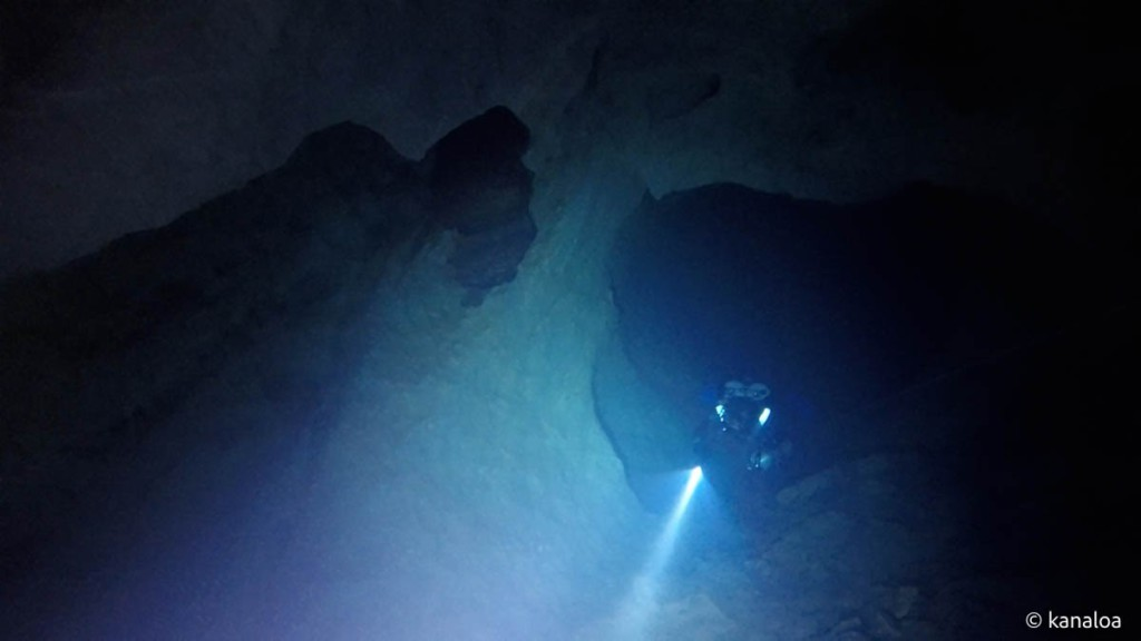 稲積水中鍾乳洞・示現の淵から手前